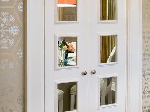 Какие есть межкомнатные двери с зеркалом