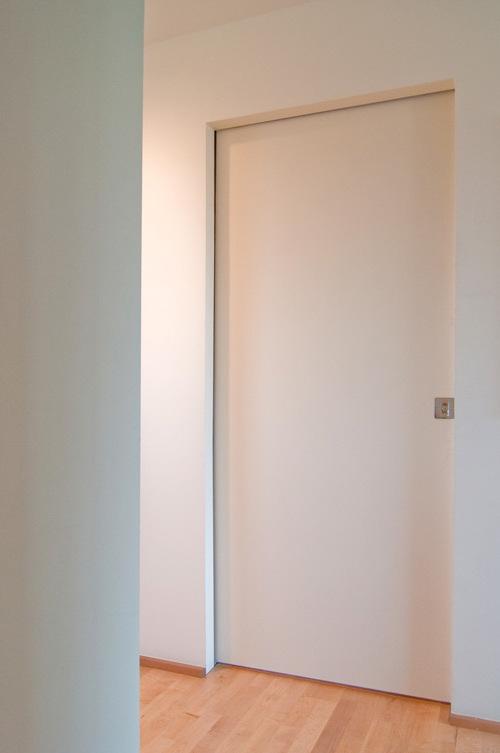 skrytye-mezhkomnatnye-dveri-10