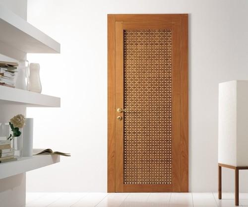 Ламинированная дверь с необычным дизайном