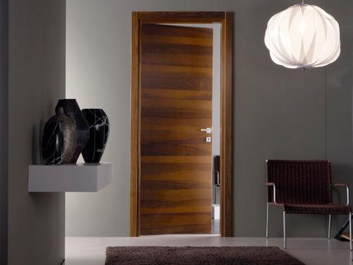 Дверь из дерева в современном исполнении