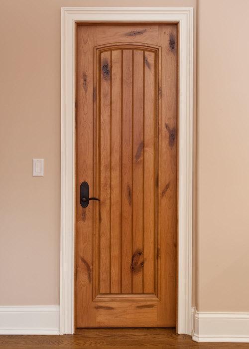 Межкомнатная дверь из массива ольхи