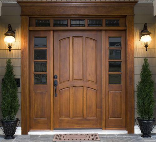 Входные деревянные двери из массива