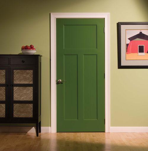 Зеленые двери в интерьере