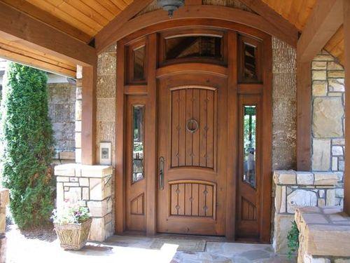 Входные двери для дома из дерева