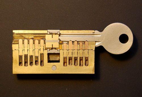 Механизм замка входной двери